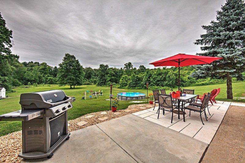 Un oasis privado, al aire libre espera en esta casa de alquiler de vacaciones Dillsburg!