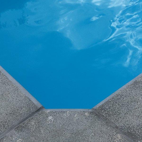 Le charme en ville ,la piscine privative et le havre de paix sous l 'olivier ..... Bienvenue aux 4C