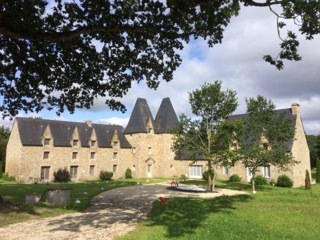 Manoir de Pléac, Manoir de Pléac : un confort moderne dans une bâtisse du XVIIèm, holiday rental in Meillac