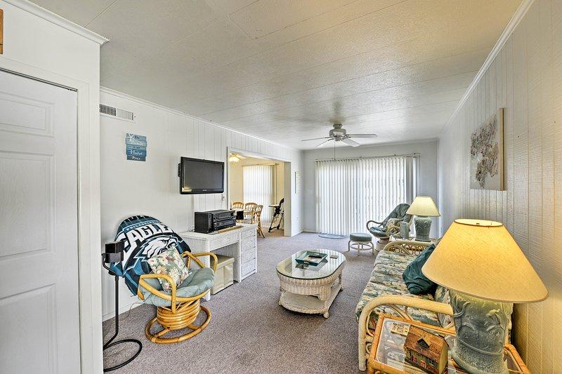 This 2-bedroom, 1-bathroom condo is the epitome of cozy.