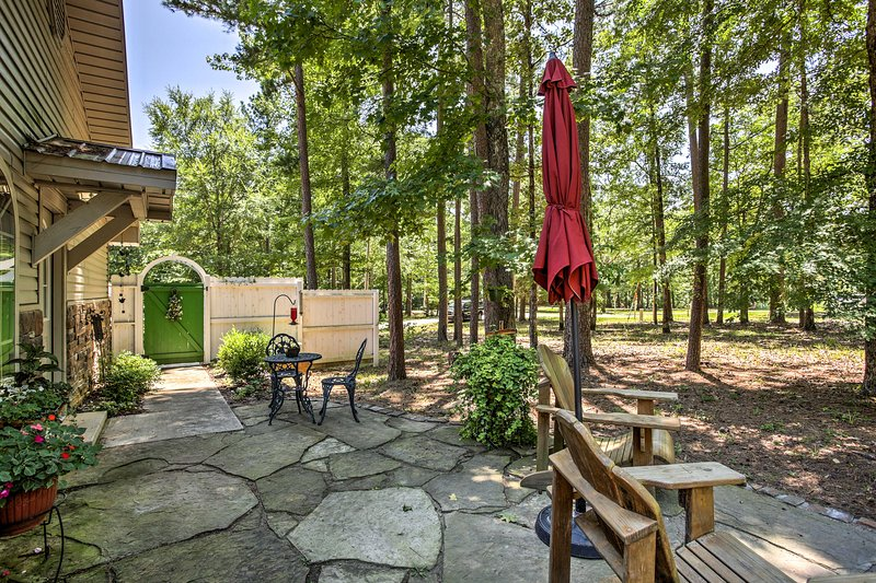 Experience the beauty of Broken Bow from this vacation rental studio.