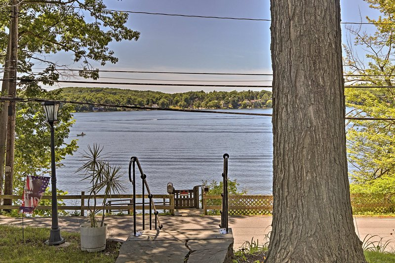 Lakeside living is made possible at this 1-bed, 1-bath New  York cottage!
