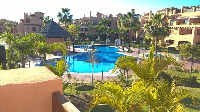 Hacienda del Sol Beachside Apt with pool view, Marbella, Puerto Banús, holiday rental in Estepona