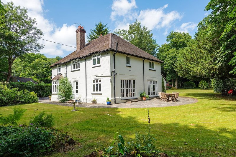 Beautiful House set back of a quite lane minutes away from the South Downs and South Coast