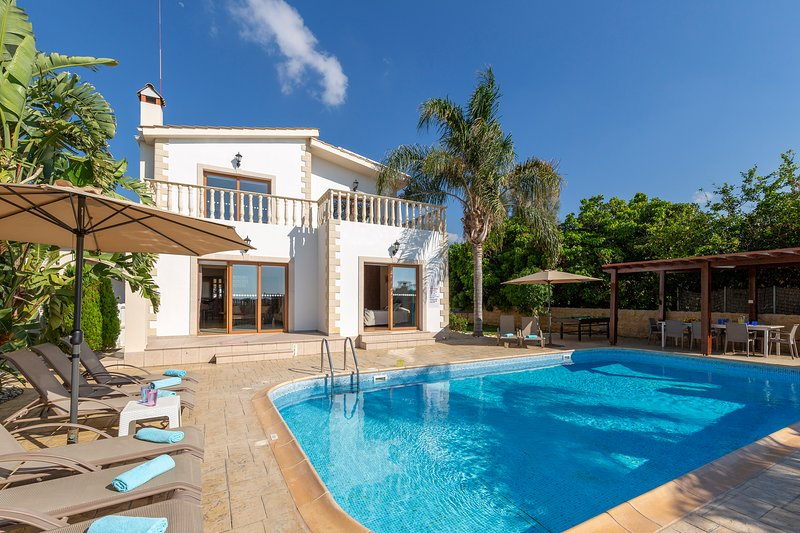 Villa Alasia by the Sea and Renowned Beach Taverna in Argaka with Heated Pool, holiday rental in Argaka