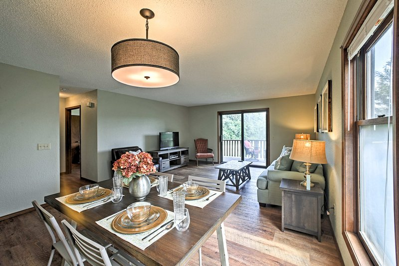 The condo has been perfectly updated to meet up to 6 guests needs.