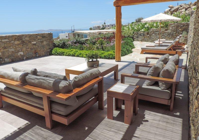 M Mykonos Villas | 4 Bedroom Villa with Sea View ( M THREE ), casa vacanza a Tourlos