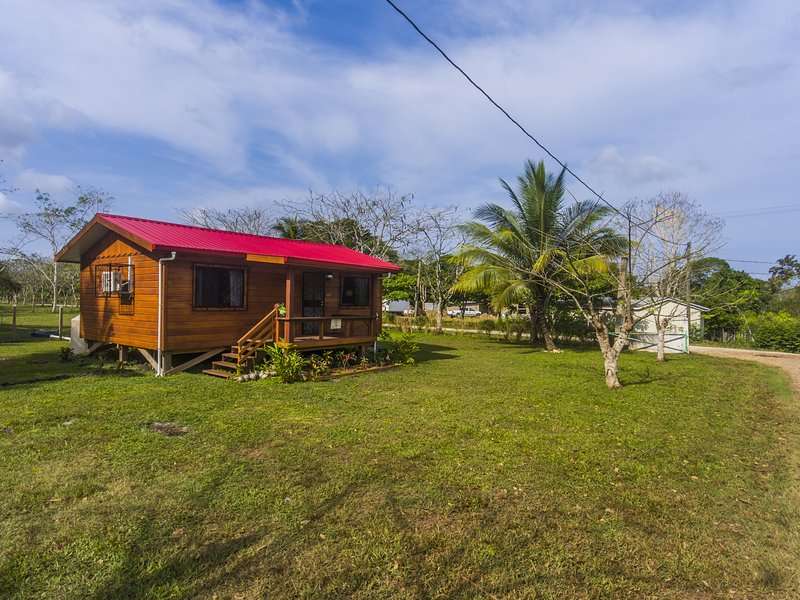 Red Coach Inn-Cozy Tropical  Accommodations, Ferienwohnung in San Ignacio