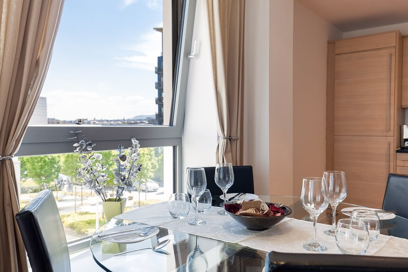 Stylish Garden View Apartment, holiday rental in Kinghorn
