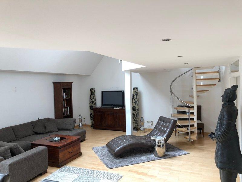 Stylishes, geraeumiges Penthouse in erstklassiger Lage mitten am Kurfuerstendamm, holiday rental in Kleinmachnow