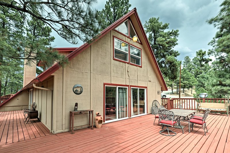 Spend time on the back deck and enjoy the stunning views of the valley.