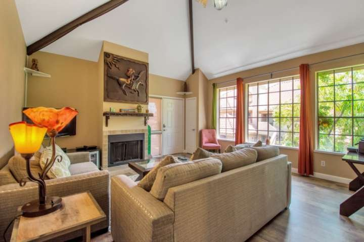 Nice and spacious living room with plenty of seating