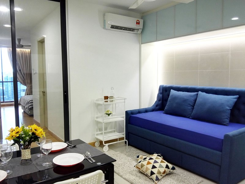 KL Gateway Deluxe Suite 1 min to LRT | Mid Valley, University of Malaya, KLCC, vakantiewoning in Kuala Lumpur