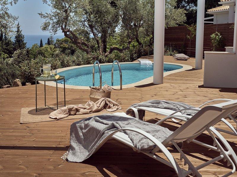 Chris & Jo Villas, 3-bedroom Villa with pool, vakantiewoning in Zakynthos Town