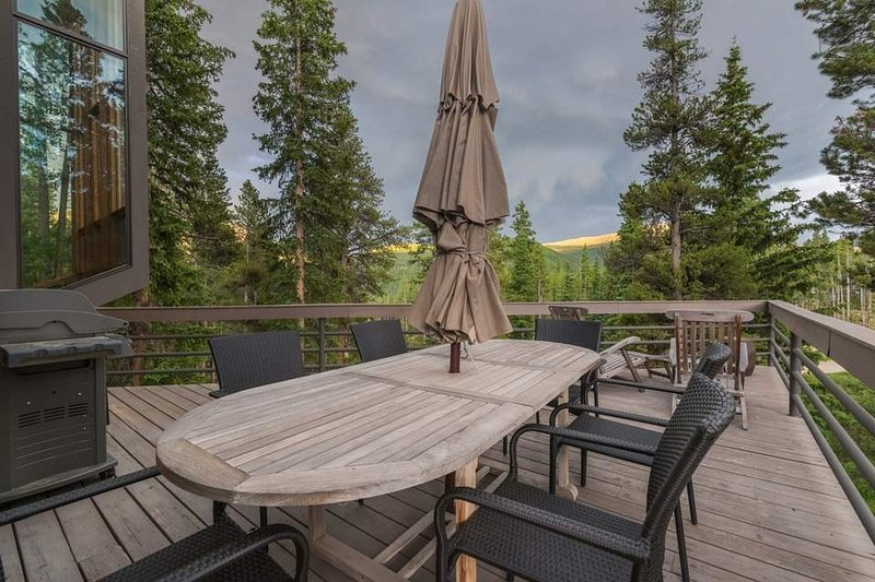 An outdoor table on the deck lets up to six guests dine under the open sky.