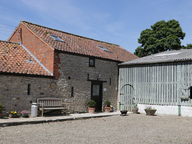 THE OLD HAYLOFT, open-plan living, exposed beams, en-suite, Ref 974773, holiday rental in Harome