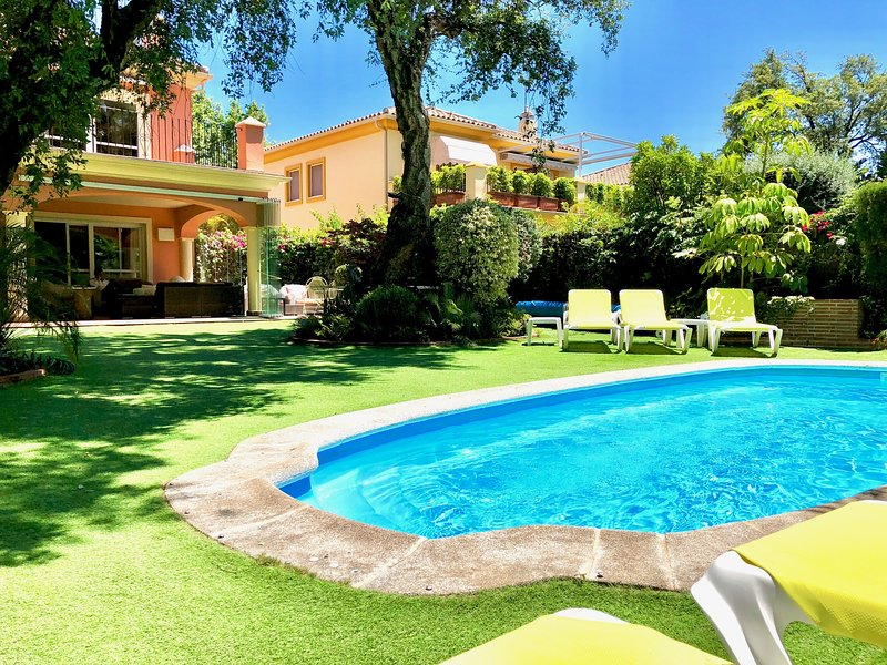 Luxury villa close to the beach with heated pool, vacation rental in Marbella