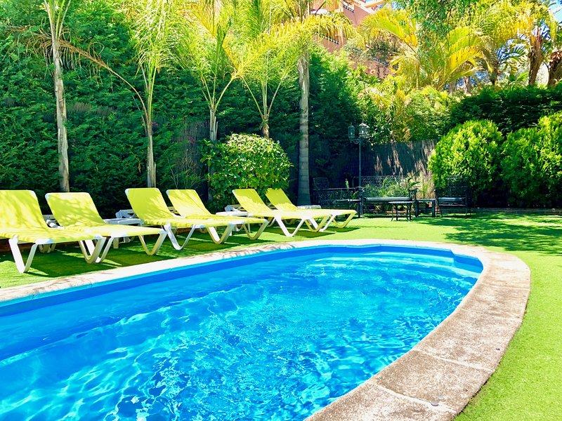 Heated pool with 12 hammocs