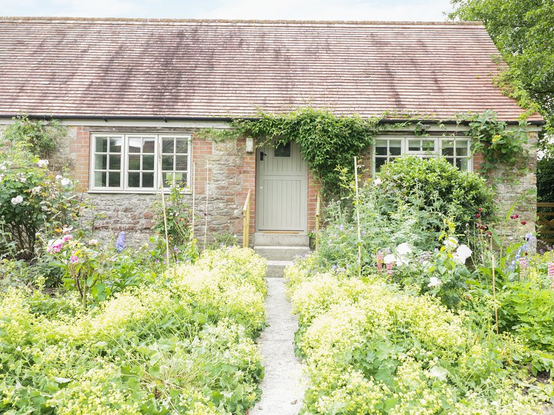 FRITH COTTAGE, pretty gardens, Wincanton, vacation rental in Bruton