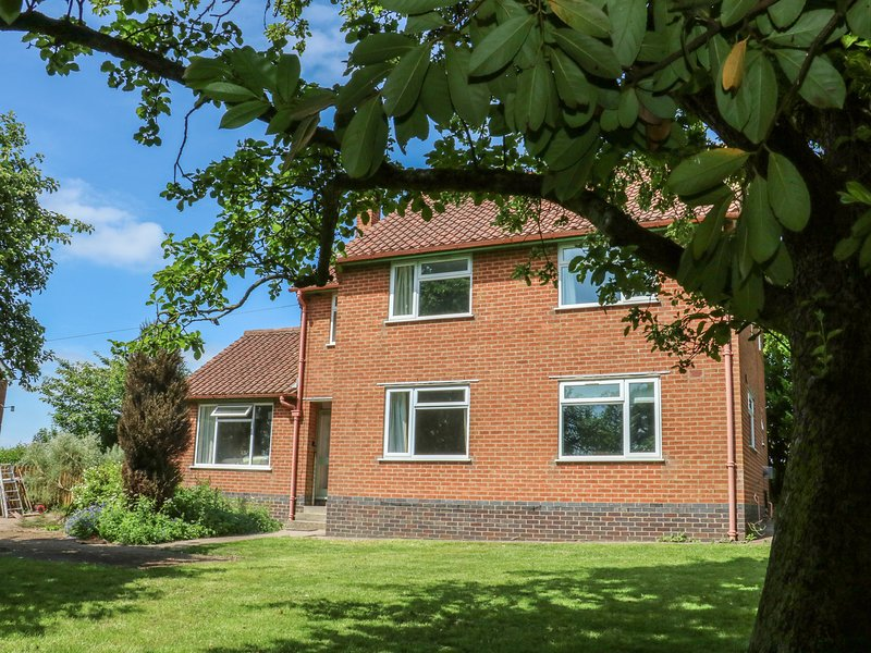 SPRINGWELL COTTAGE, spacious, countryside views, WiFi., holiday rental in Lutterworth
