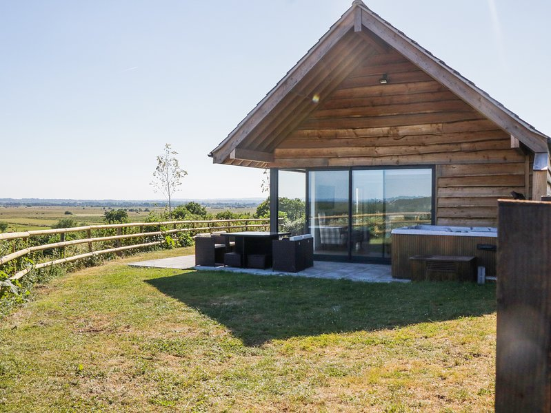 Heron Lodge, luxury lodge with hot tub, in Wedmore, location de vacances à Shapwick