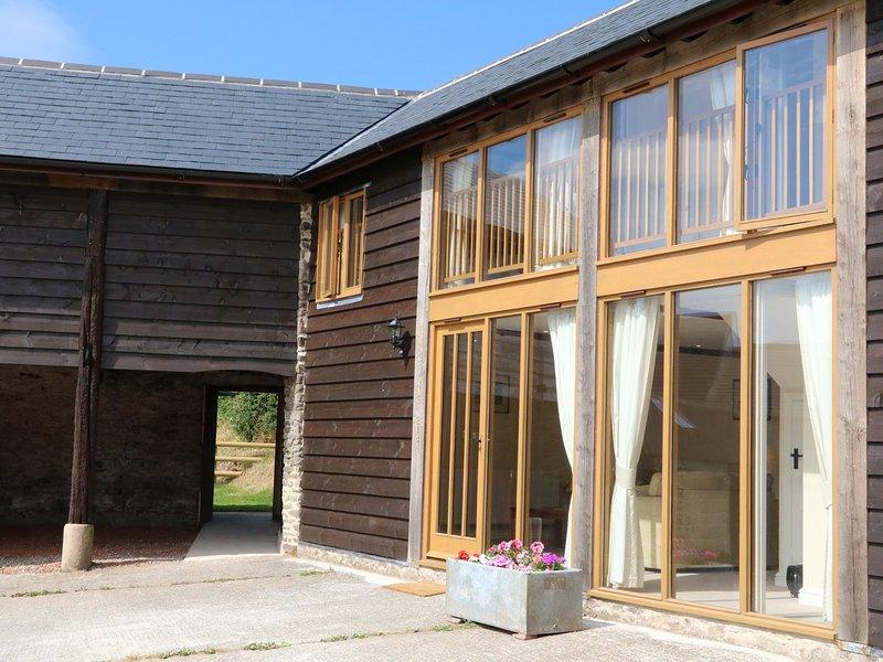 HUNSTONE BARN, barn conversion, BBQ, South Molton, holiday rental in Chittlehampton