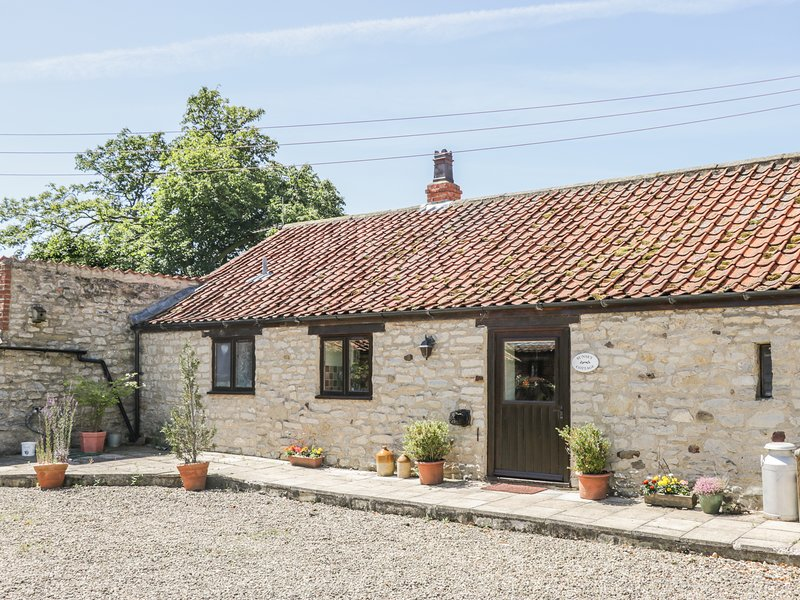 SUNSET COTTAGE, open-plan living, en-suites, exposed beams, Ref 974388, holiday rental in Kirkbymoorside