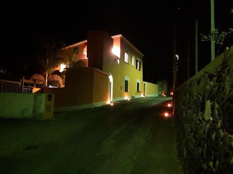 Casal San Domenico - Due piani Vista Mare, holiday rental in Ischia Porto