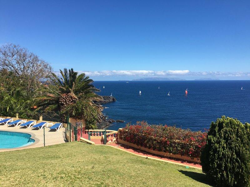 Spacious Villa with Large Garden, Heated Pool, Sea Views | Villa Albatroz, holiday rental in Canico
