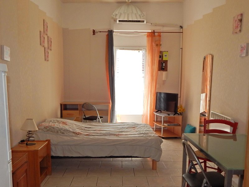 NIMES STUDIO 30 M2  A LOUER POUR VACANCES ref ch m, holiday rental in Milhaud