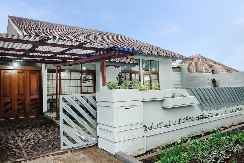 THE 10 BEST Bandung Vacation Rentals, Apartments (with ...