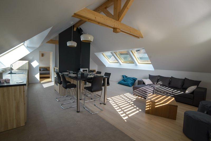 Sala de estar andar duplex, ilha central refeição 6 pessoas, sala de estar