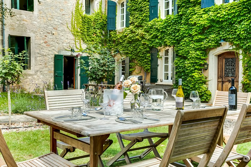 Montagnac Villa Sleeps 12 with Pool and Air Con - 5574920, location de vacances à Pinet