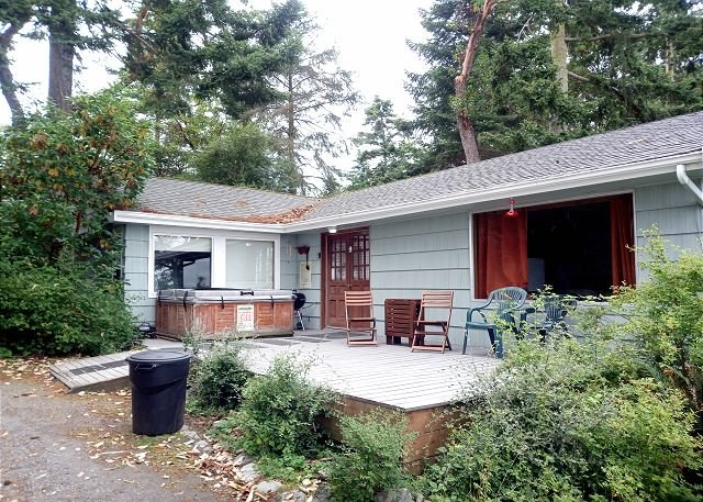 Waterfront, rustic cottage for a perfect Whidbey getaway (172), alquiler vacacional en Coupeville