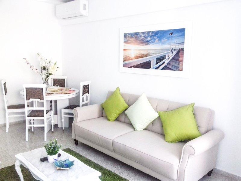(s3) City Centre flat 12 minutes walk to the beach/sys3, aluguéis de temporada em Castell de Castells