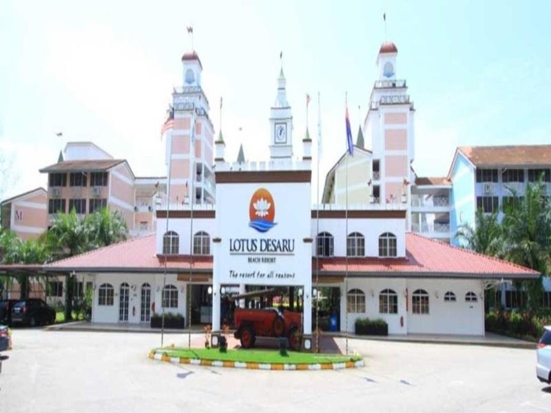 Lotus Desaru Beach Resort 3 bedroom Condo with Water Theme Park, vacation rental in Bandar Penawar