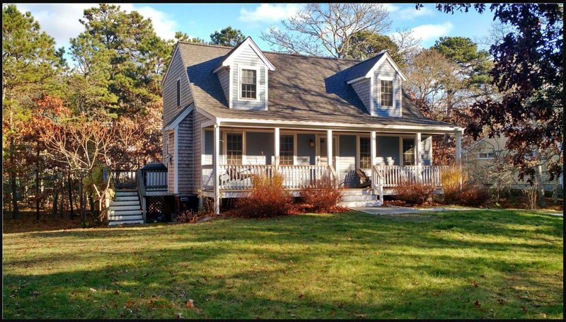 Private, peaceful, near Craigville beach.  Modern and clean Cape style home., holiday rental in Hyannis