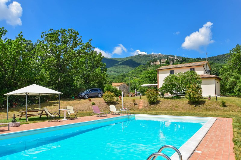 Detached house with private pool 1,5km from Melezzole. Quiet area & nice views, location de vacances à Civitella del Lago