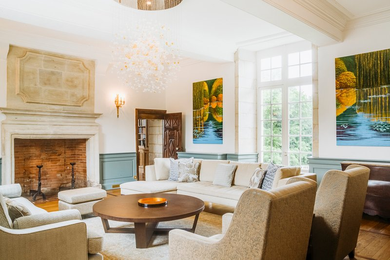Les Taleyrandies Chateau Sleeps 16 with Pool - 5049656, vacation rental in Saint-Geyrac
