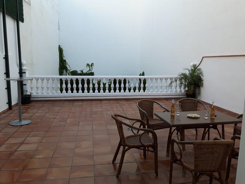 Piso con terraza en el centro de Vélez-Málaga, holiday rental in Benamocarra