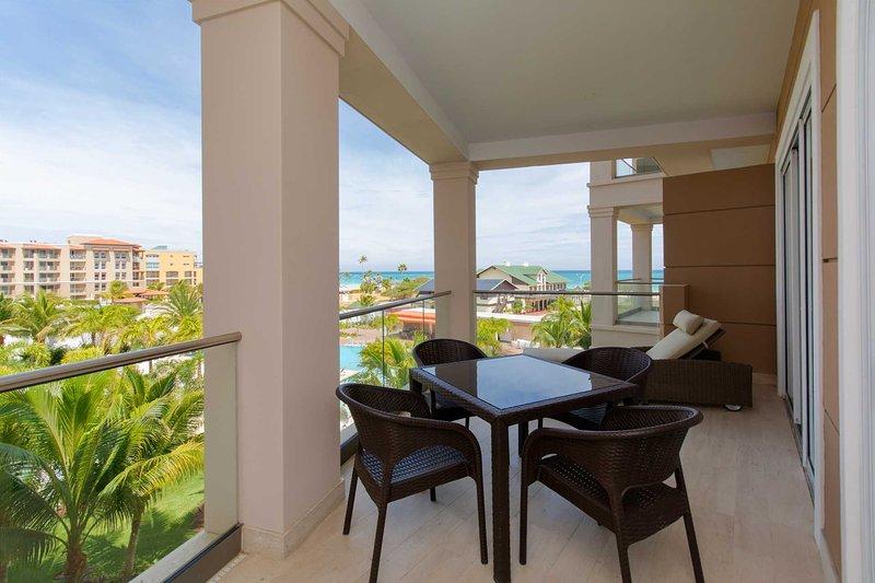 BEACH VIEW -EAGLE BEACH - LEVENT RESORT - Seaside Paradise 1BR condo - LV307-1, location de vacances à Aruba