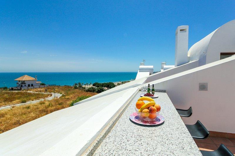 La Cala townhouse, beach 400 m, roof terrace, BBQ, vacation rental in Mijas