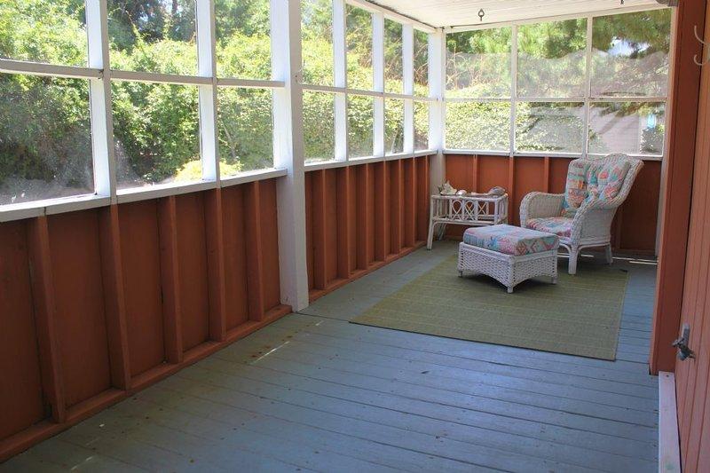 screen porch off of 2 ocean side bedrooms