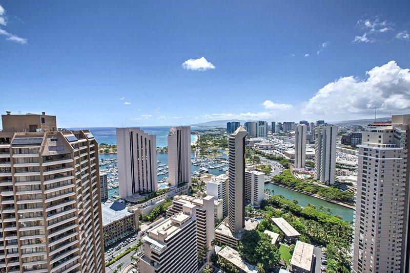 The Windsor Towers cuenta con espectaculares vistas de Waikiki desde el patio de la azotea.