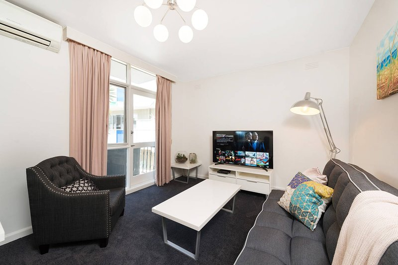 Close St Kilda Commercial Hub and Melbourne Centre, holiday rental in St Kilda East