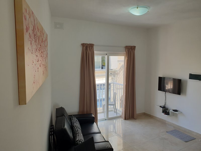 Gzira, Brand new one bedroom apartment on Rue D'Argens, casa vacanza a Il Gzira