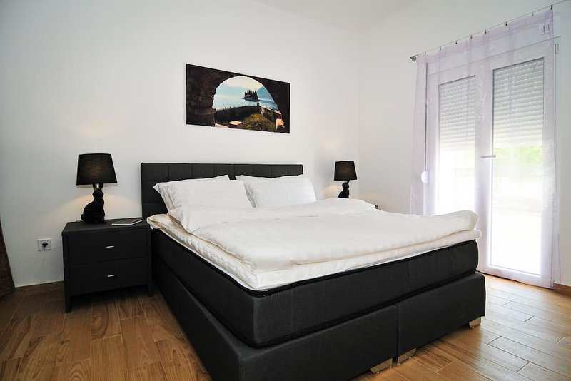 Brand new 'Forest Escape' Villa - Apartment No. 8, holiday rental in Tivat Municipality