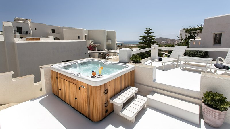 Executive Sea View Villa with Roofgarden Jacuzzi, holiday rental in Agia Anna