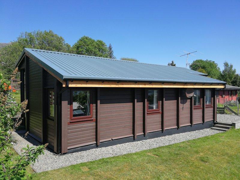 ROISIN DHU, great views, easy access to Skye, Lochcarron, Ref 932285, holiday rental in Shieldaig