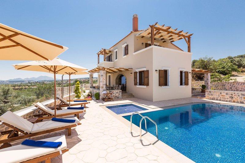 New Villa Katifes w/ Private Pool, Walk to Amenities+Amazing Views. 7km to beach, holiday rental in Mesi